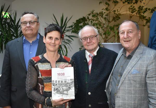 Die Autoren, die die drei Oberländer Bezirke bearbeiteten (von links) Roman Spss (andeck), Astrid Schuchter (Imst), Richard Lipp (Reutte) und Rainer Hofmann (Imst). Foto Meinhard Eiter