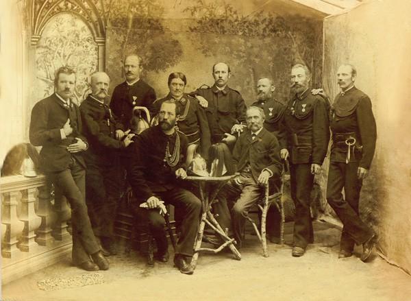 Der Feuerwehrausschuss 1893 (oder 1894) mit dem Bürgermeister Georg Fiegenschuh und dem Kommandanten Engelbert Müller.