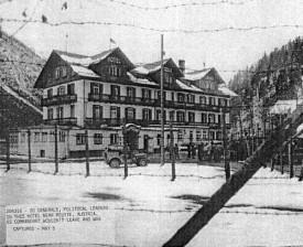 """Das KZ-Außenlager von Dachau """"Forelle Plansee"""" bei der Befreiung 1945 durch US-Truppen."""